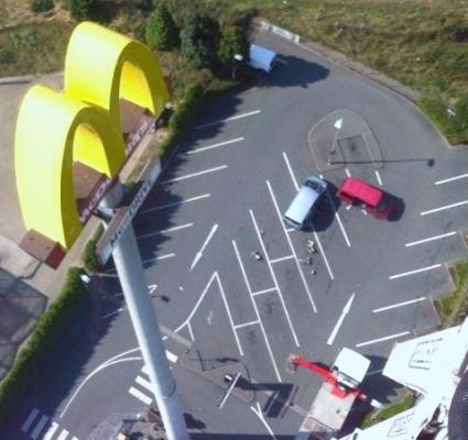 Arbeiten in 65 Meter Höhe per Hubsteiger - LED-Umrüstung